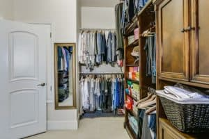 spring cleaning closet checklist